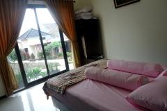 Villa-Batu-9-kamar-tidur-1