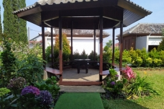 villa-selekta-jardin-rumah-gazebo