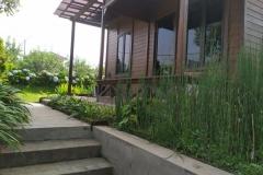 villa-selekta-jardin-rumah-kayu-2
