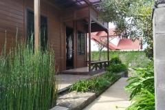 villa-selekta-jardin-rumah-kayu-3