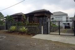 villa-selekta-jardin-tampak-depan